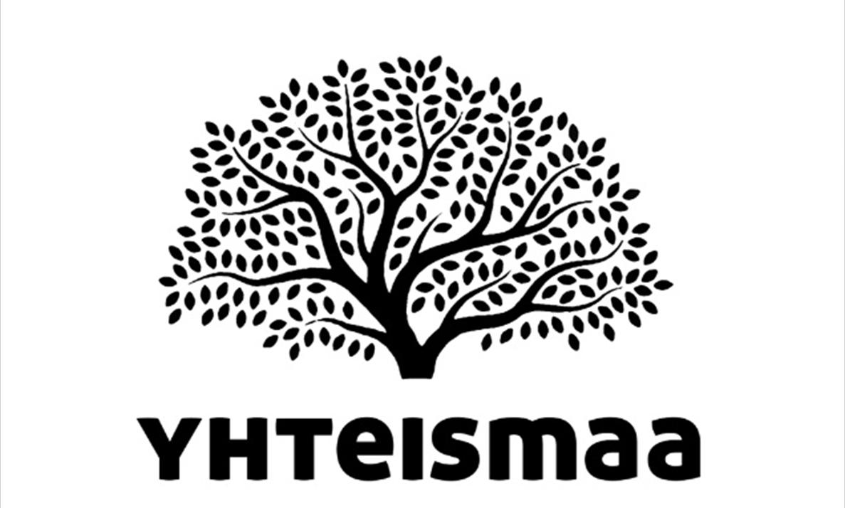Yhteismaa ry:n logo, jossa on musta suuri puu